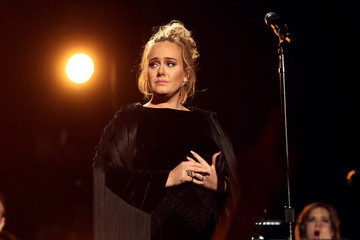 An Emotional Adele Restarts Her Tribute to George Michael at the 2017 Grammys