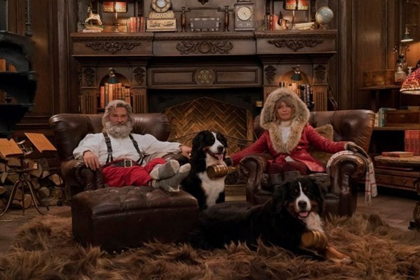 Christmas Chronicles Sleigh.Goldie Hawn And Kurt Russell Star As Santa And Mrs Claus In
