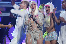 Cher Proves 71 Is the New 31 With Captivating Performances of 'Believe,' 'If I Could Turn Back Time' at 2017 BBMAs