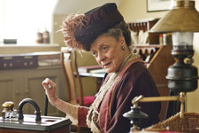 The Dowager Countess Will Bid Adieu to Downton Abbey