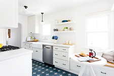 """Transparent"" Star Amy Landecker Gets a Vintage-Modern Kitchen Refresh"