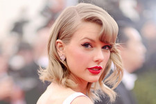 Style Crush: Taylor Swift's Red Carpet Glamour