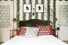 Red-and-Green Rooms to Get You in the Christmas Spirit