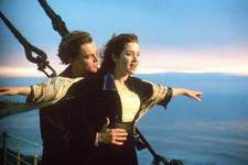 Kate Winslet Gloriously Recreated That Famous Romantic 'Titanic' Scene