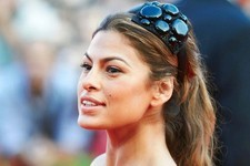 Eva Mendes' Best Hair Accessories