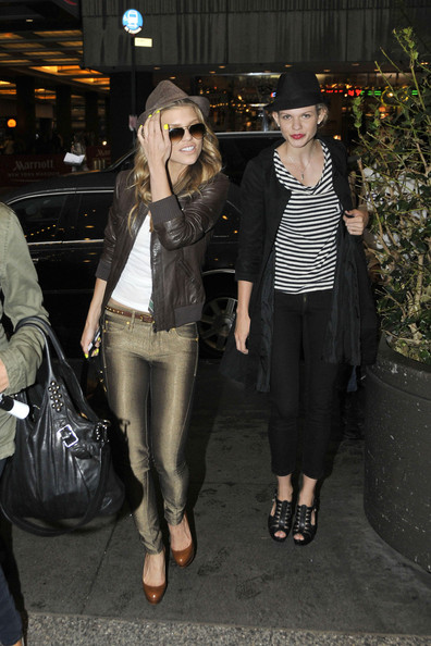 http://www3.pictures.zimbio.com/pc/90210+star+AnnaLynne+McCord+sister+Angel+seen+GBJ-sxIg2qgl.jpg