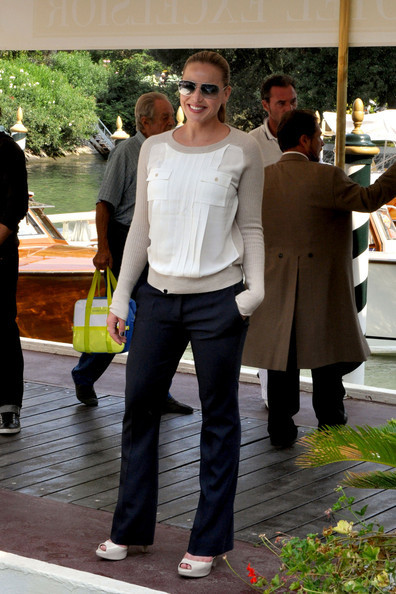 "Abbie Cornish at the offical photocall for the movie ""Contagion"", held as part of the 68th annual Venice Film Festival. **NORTH AMERICAN USE ONLY** Photograph: © Kika Press, PacificCoastNews."