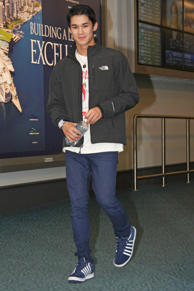 Actor BooBoo Stewart arrives back in Vancouver after a quick stop to LA for a 'Twilight' convention over the weekend. The young actor, who collects watches, sported his newest wrist accessory from a Japanese watch company called FACEAWARD.