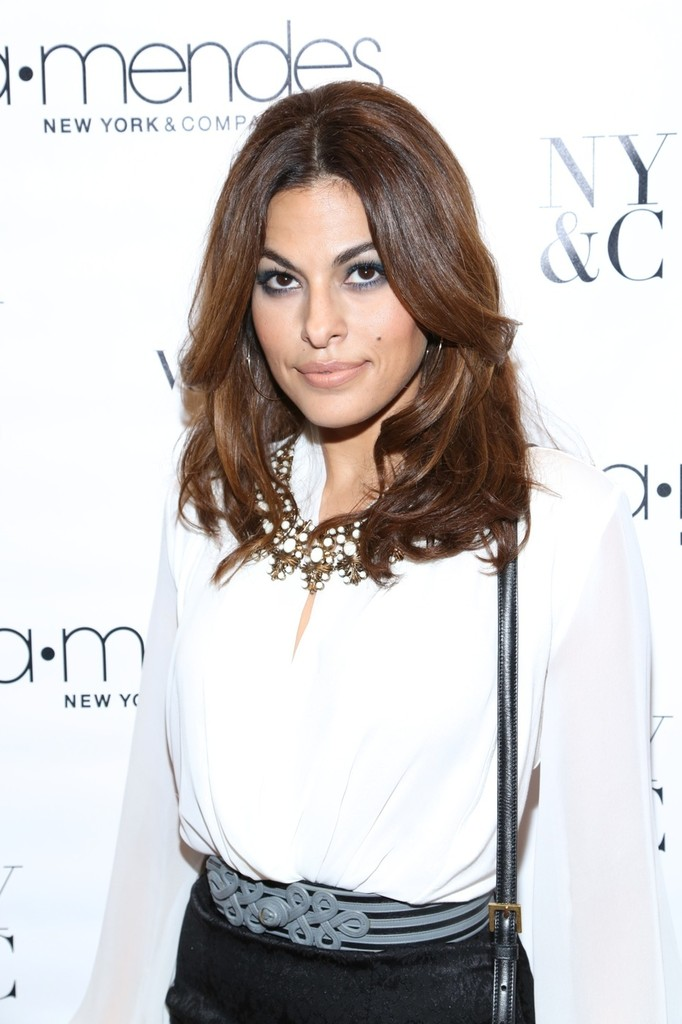 Eva Mendes Gives Smoky Eyes a New Spin With Teal