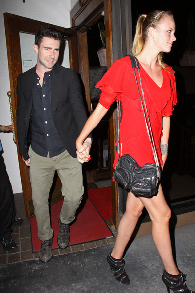 adam levine girlfriend. Anne V Adam Levine takes his