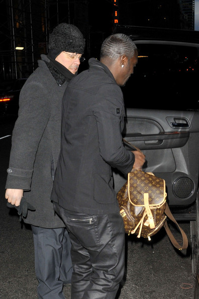 Akon Leaves His Manhattan Hotel