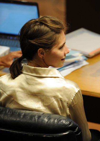 amanda knox wiki. Amanda Knox appears in court