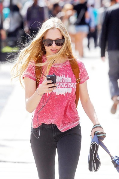 Amanda Seyfried - California girl Amanda Seyfried goes for a walk with dog Finn in New York City wearing a San Francisco shirt