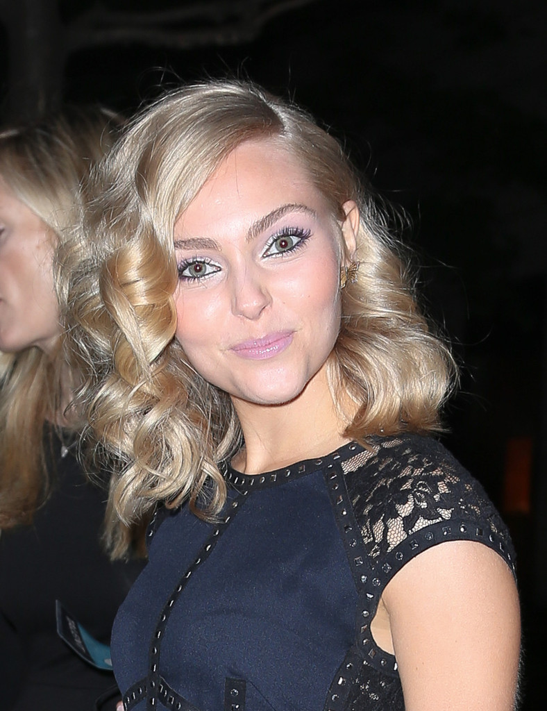 Annasophia Robb - AnnaSophia Robb Is All Smiles in NYC
