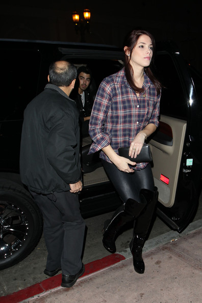 Ashley Greene and boyfriend Joe Jonas venture out to Beso in West Hollywood at Twilight. They met Joe's mom at the Mexican restaurant for dinner.