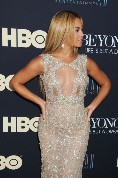 Beyonce Knowles - Beyonce attends the premiere of her documentary 'Beyonce: Life Is But A Dream' at the Ziegfeld Theatre in New York City