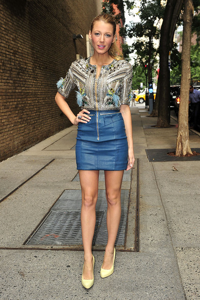 "Blake Lively ""Gossip Girl"" actress wears a turquoise mini skirt and pale"