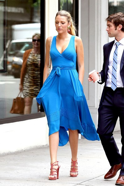 Blake Lively Gossip Girl Blue Dress Images & Pictures - Becuo Blake Lively Daughter