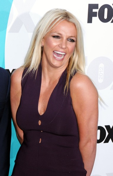 http://www3.pictures.zimbio.com/pc/Britney+Spears+Celebs+FOX+Upfronts+After+Party+zHPKo1jtA1Rl.jpg
