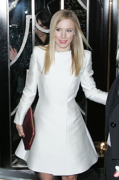 "Kristen Bell arrives at Claridges in London and leaves wearing a different outfit! The 30 year old actress has been in town in support of her new film ""Burlesque""."