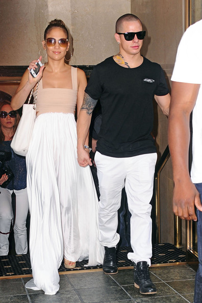 http://www3.pictures.zimbio.com/pc/Casper+Smart+J+Lo+Celebrates+Birthday+5+wLLuRZvWQ4Sl.jpg