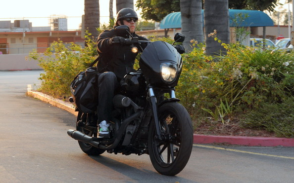 Charlie Hunnam - Actor Charlie Hunnam and cast of Sons of Anarchy seen filming in Los Angeles