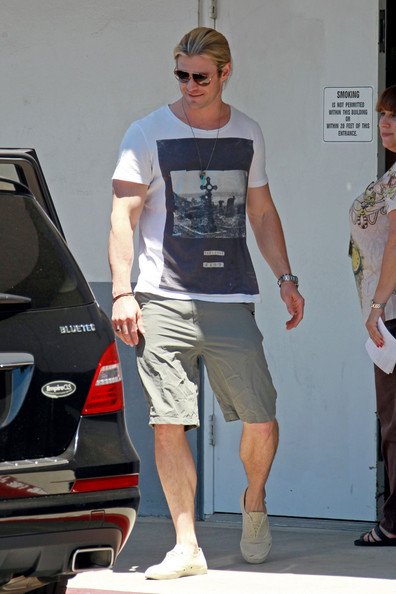 pin photo chris hemsworth is spotted leaving the dmv in on