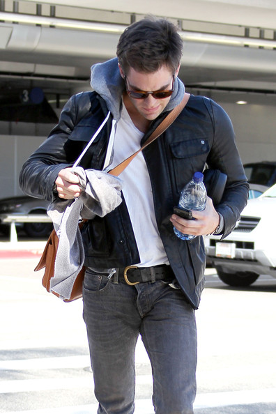 Chris Pine at LAX - Pictures - Zimbio