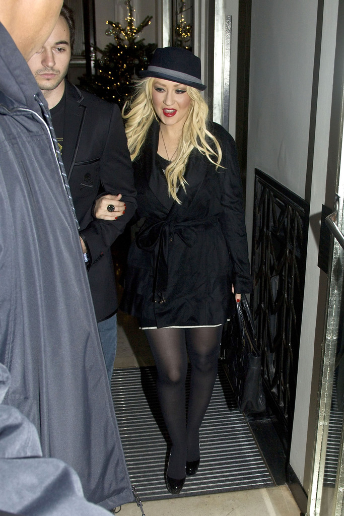 Christina Aguilera and Matthew Rutler in London - Zimbio: http://www.zimbio.com/pictures/eIIso3CpFzm/Christina+Aguilera+Matthew+Rutler+London