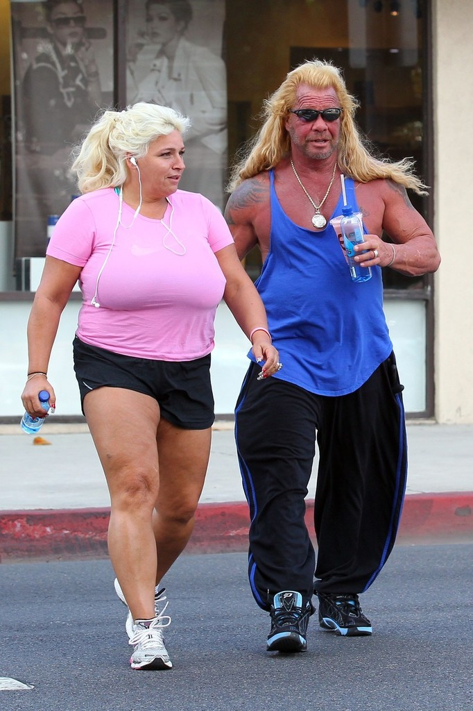 Beth chapman photos photos duane chapman and wife leave for Dog the bounty hunter divorce beth