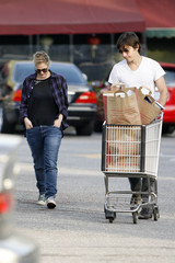 Drew Barrymore Justin Long Drew Barrymore and Justin Long at Whole Foods