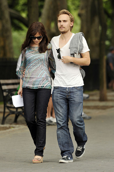 ginnifer goodwin dating Ginnifer goodwin (born may 22, 1978) is an actress best known for her role on the television series 'big love' she has also appeared in the film 'he's just not that into you' and 'a single man.