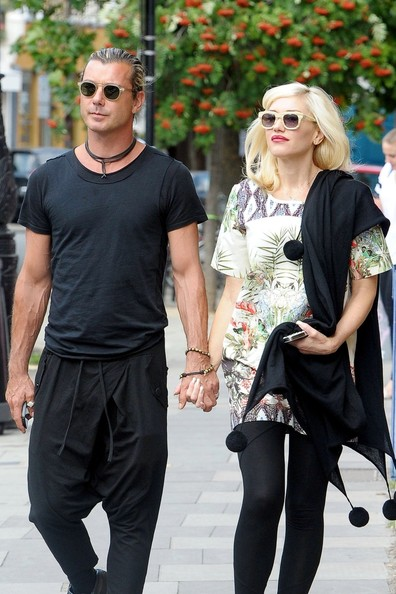 gwen stefani and family hit the london streets zimbio. Black Bedroom Furniture Sets. Home Design Ideas