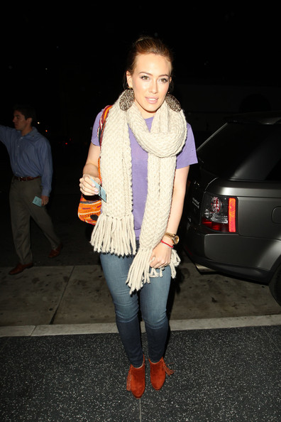 http://www3.pictures.zimbio.com/pc/Hilary+Duff+earlier+day+denied+pregnancy+rumours+RyC8Hj-a4Z5l.jpg
