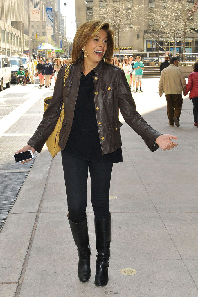 Hoda Kotb Photos Photos Hoda Kotb Takes A Walk In Nyc