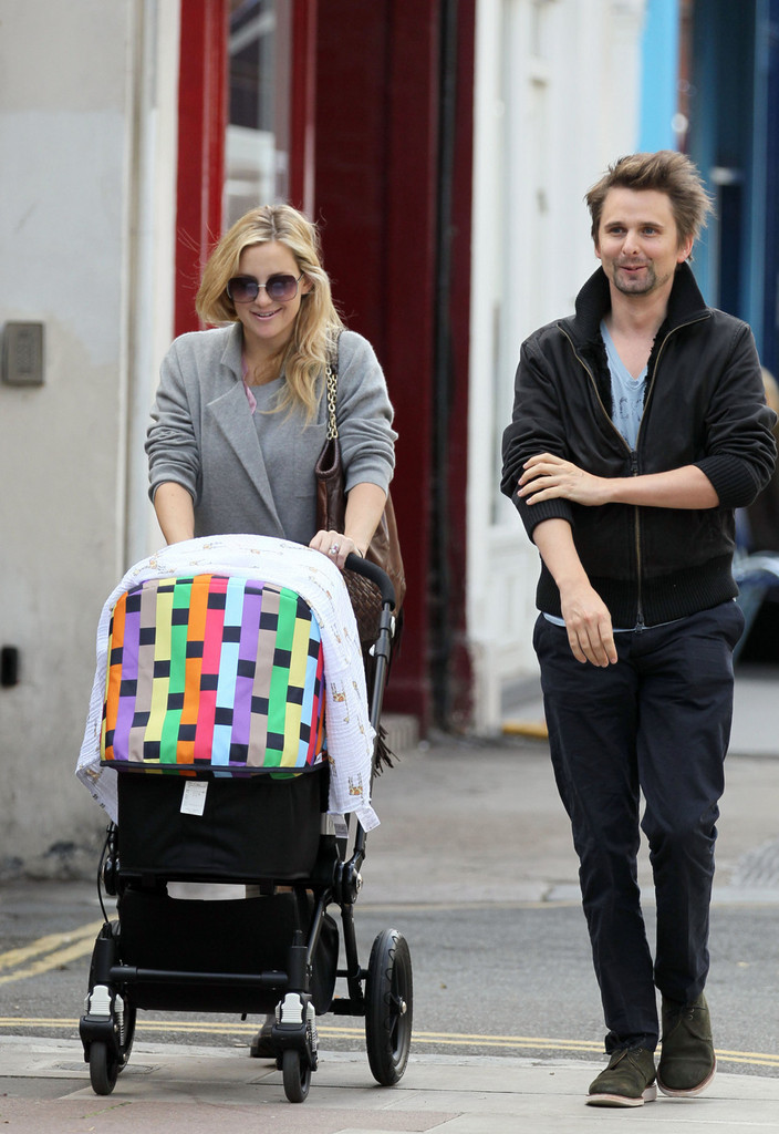Kate Hudson and Family in North London - Zimbio