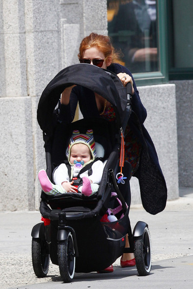 sacha baron cohen and isla fisher daughter. Isla Fisher Isla Fisher hides