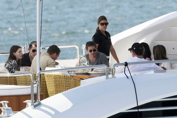 Anne Hathaway Yacht. Anne Hathaway and Jake