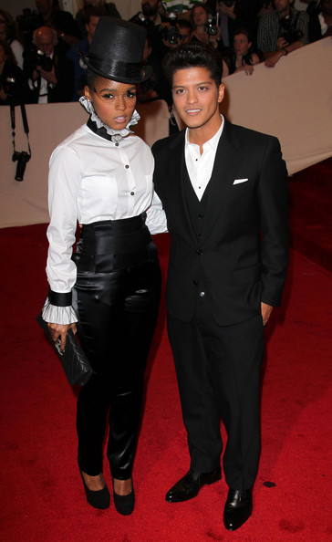 Bruno Mars and Janelle Mon e To Voice Characters in Rio 2