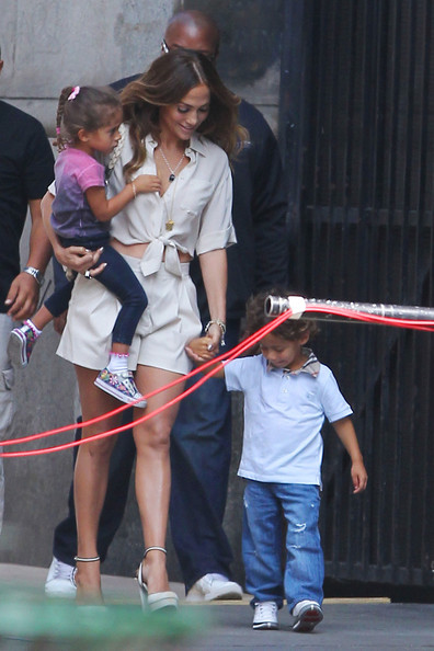 Jennifer Lopez Brings Her Kids to 'Papi' Music Video Set (Pictures)