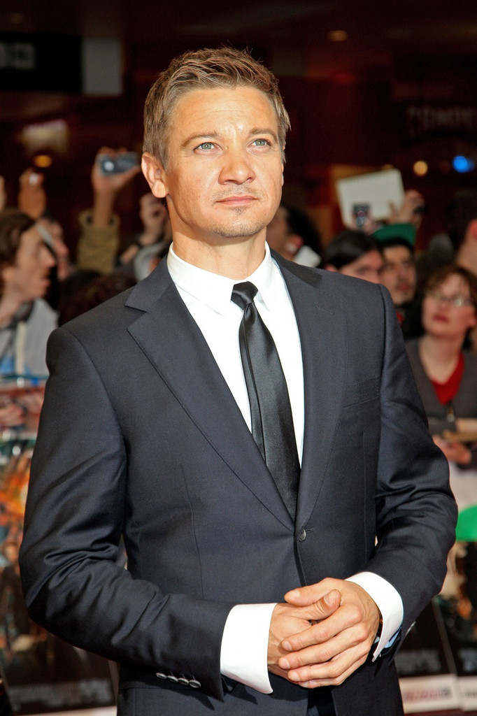 Jeremy Renner Photos - Stars at the 'Avengers' Premiere in London ...