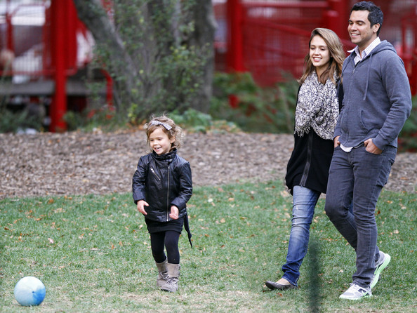 Jessica Alba and Family Spend Sunday in the Park
