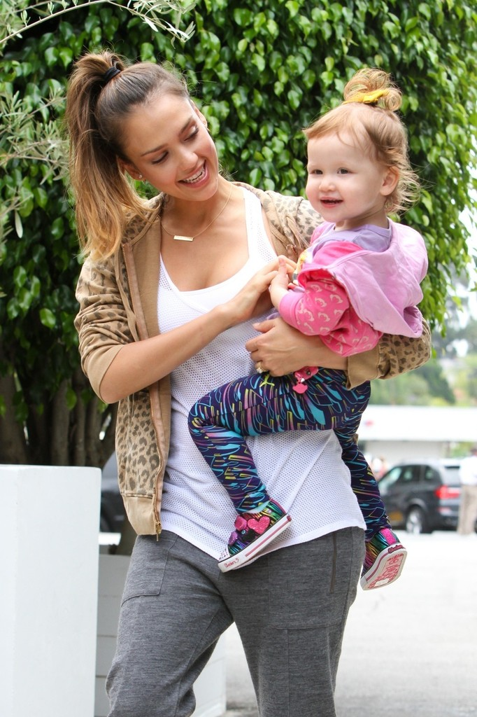 Jessica Alba and Cash Warren Take the Kids to Lunch - Zimbio