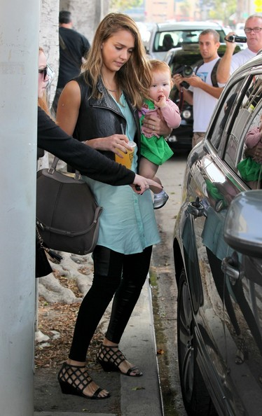 Jessica Alba - Jessica Alba Takes Her Girls to Brunch