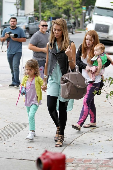 Jessica Alba - Jessica Alba Takes Her Girls to Brunch 2