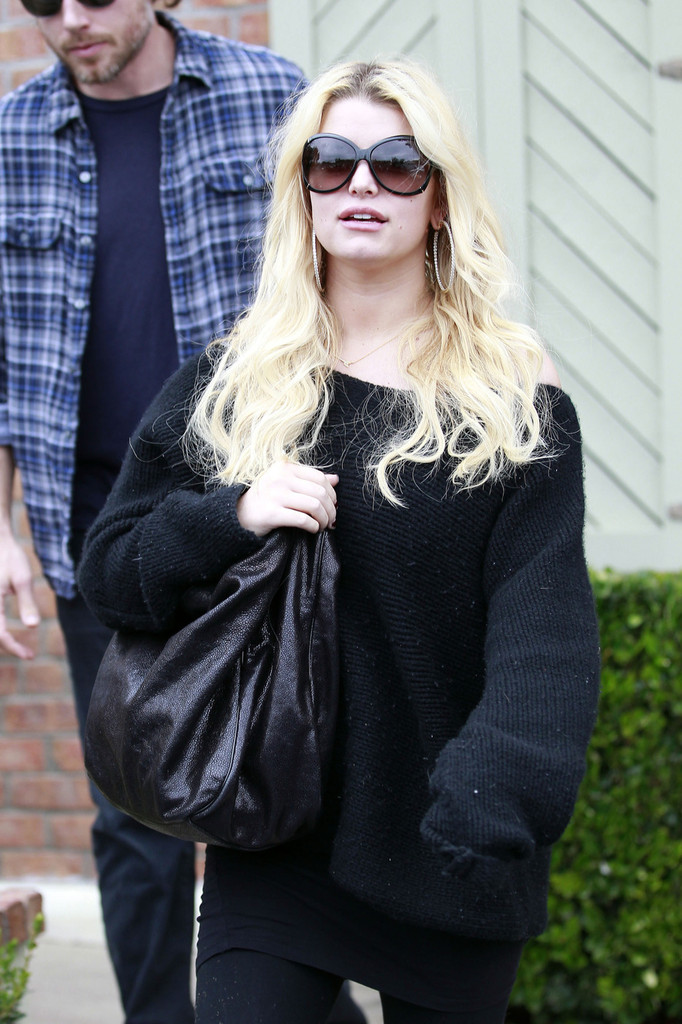 Jessica Simpson s Jessica Simpson in Baggy Clothes