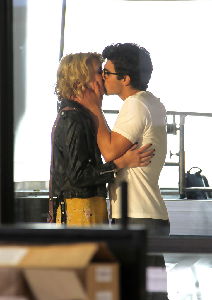 Chelsea Staub And Joe Jonas Kissing Chelsea Staub P...