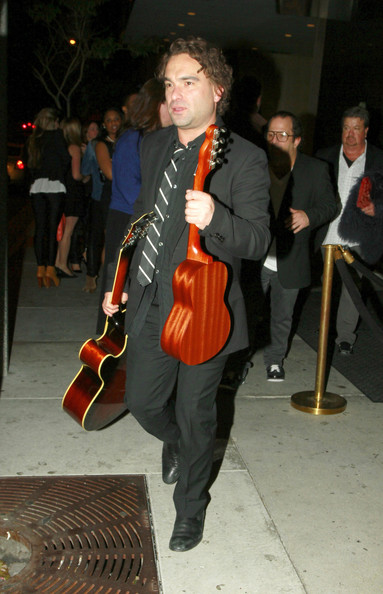 johnny galecki dating 2014 Big bang theory star johnny galecki and actress kelli garner have split after two years of dating, and sources say the breakup was amicable.