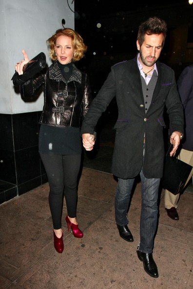 - Josh Kelley takes wife Katherine Heigl Beso P2mVFOQdXpZl