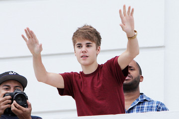 Justin Bieber Justin Bieber Sings From His Balcony